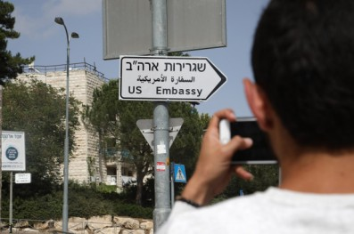 jerusalem-embassy-road-signs-01