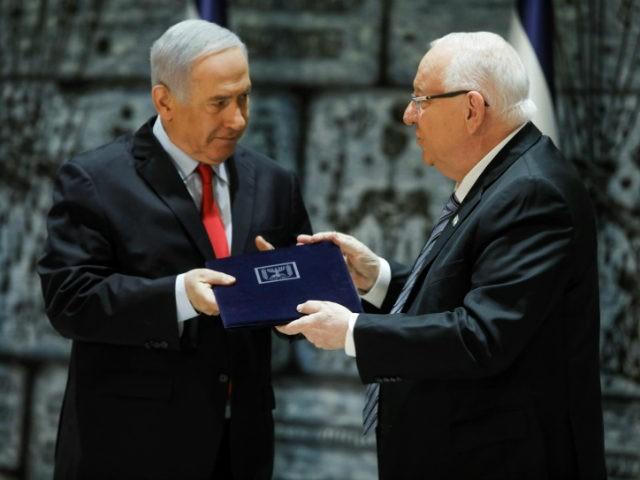 Reuven-Rivlin-Benjamin-Netanyahu-book-afp-640x480